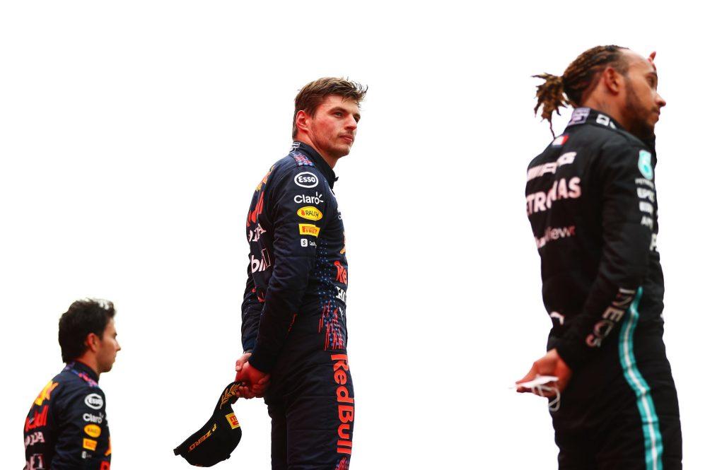 Após seu segundo pit stop, Verstappen superou um déficit de 15 segundos para vencer Hamilton na França