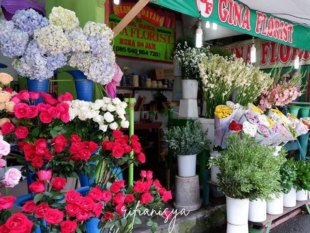 kios-kios-di-pasar-bunga-kotabaru