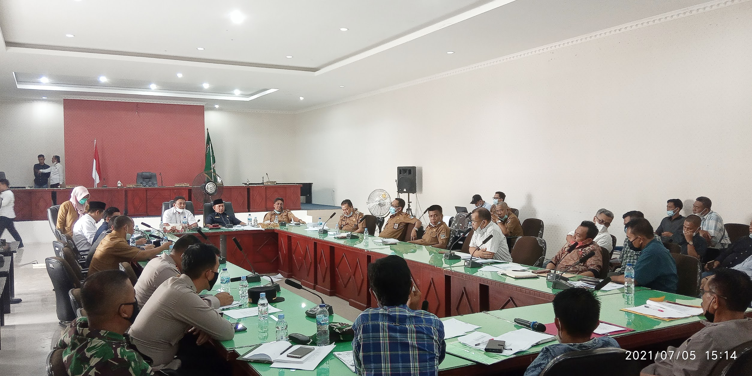 Rapat gabungan DPRD terkait konflik antara masyarakat Desa Beringin Makmur 1 dengan pihak PT London Sumatera Indonesia Tbk (PT. Lonsum)