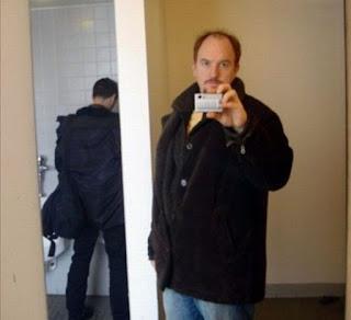 6. Niat Selfie di Toilet