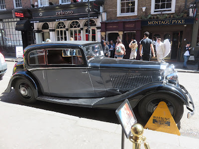Photo of a black and grey 1930s Bentley car