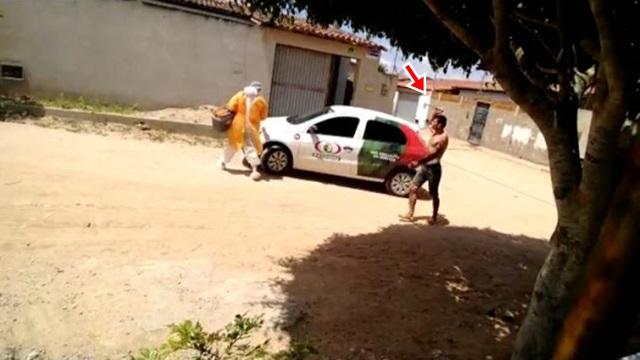Vídeo: Armado com uma faca e com suspeita de Covid-19 homem ameaça equipe de saúde, na PB