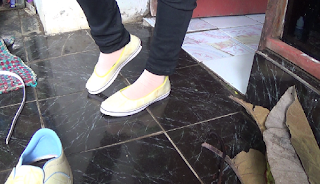 Pria Kreatif  Asal Pekalongan Ini Ciptakan Sepatu Dari Daun Jati