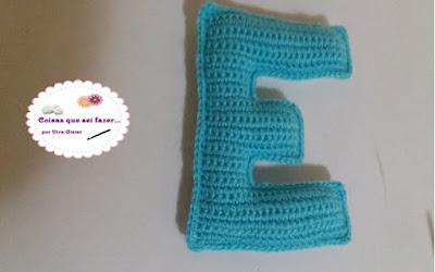 Letrinha E em crochê do nosso alfabeto
