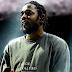 """Em show, Kendrick Lamar pega o celular de fã e brinca: """"eu sou a porr# do melhor de todos os tempos"""""""