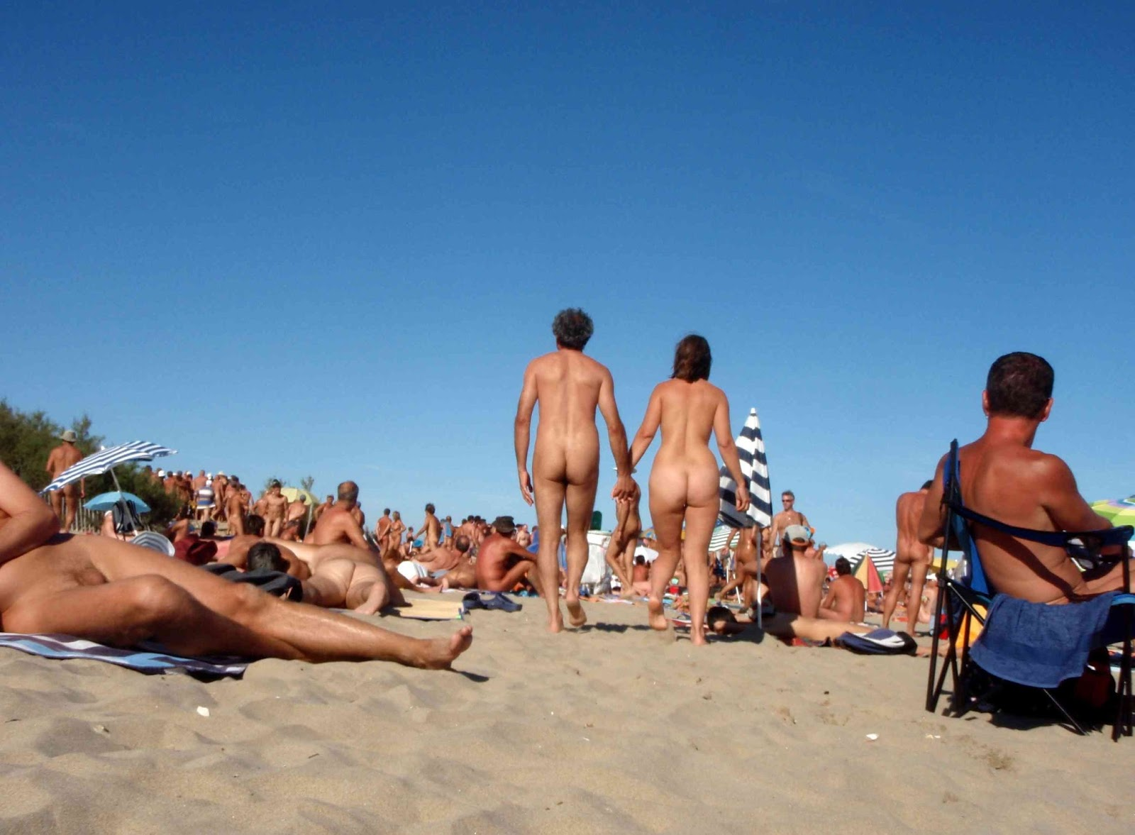 girls-fuck-on-the-beach-blogspot-foto