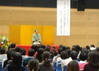 三遊亭楽春講演会「笑いで心や体の健康づくり」の風景です。