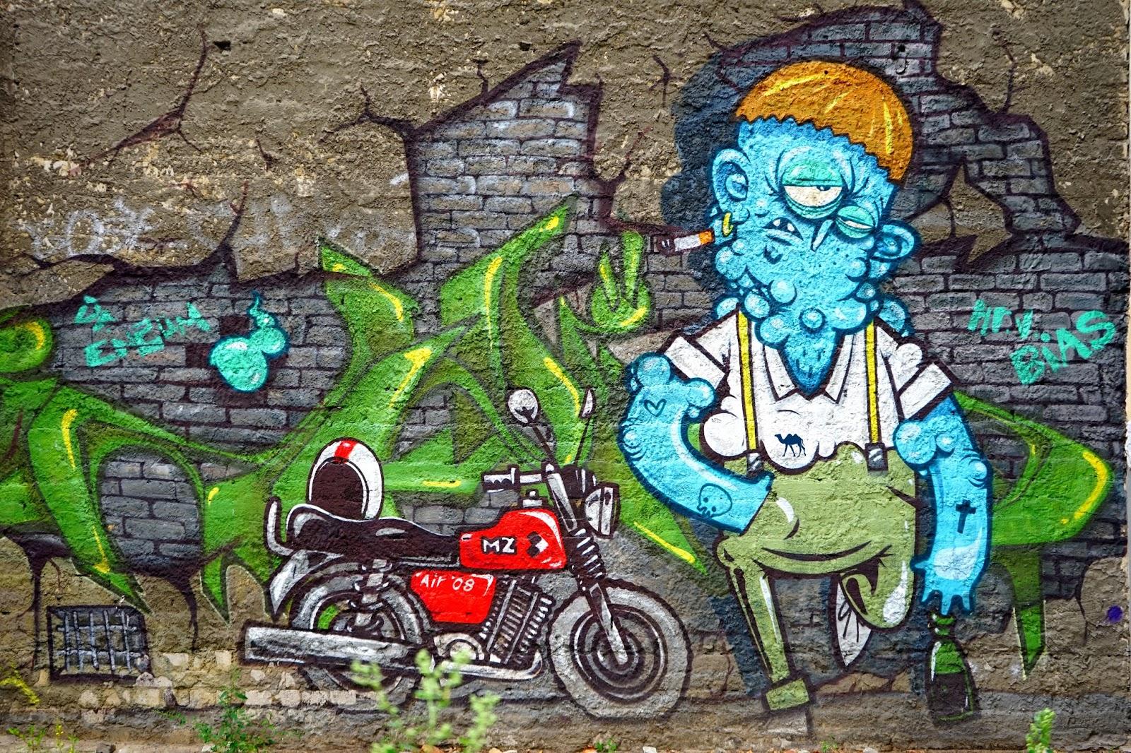 Le Chameau Bleu - Street Art - Moto