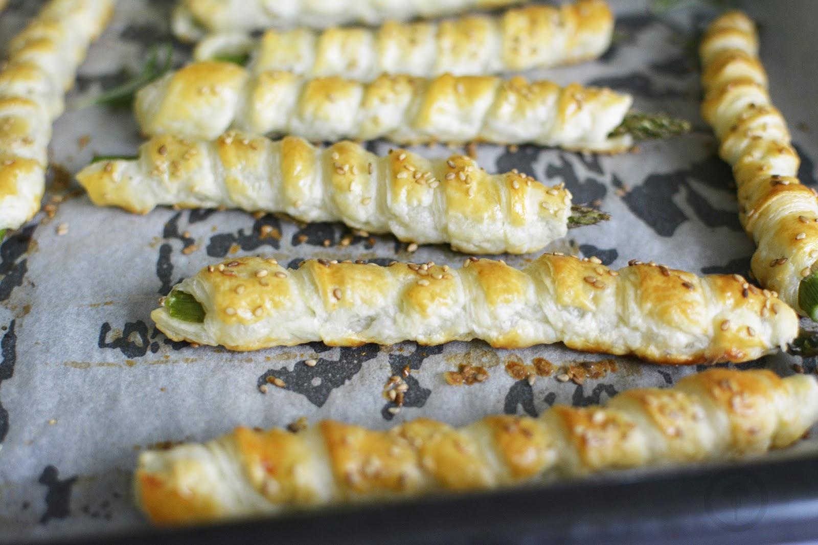 ciasto francuskie i szparagi