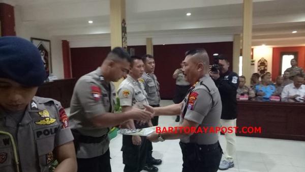 Kapolda Kalteng Berikan Apresiasi kepada Personel Biro Sarpras Dalam Rapat Rekonsiliasi SIMAK BMN