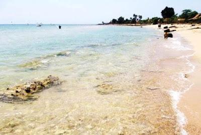Pesona Pantai Jumiang pamekasan