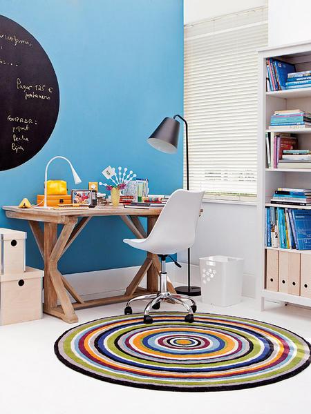 Decoração de home office pequeno e turquesa com mesa cavalete.. Blog Achados de Decoração