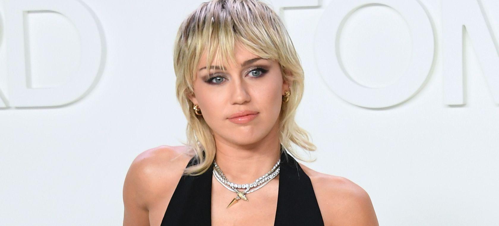 Miley Cyrus más atrevida en el IHeart festival | #PlaceresCulposos