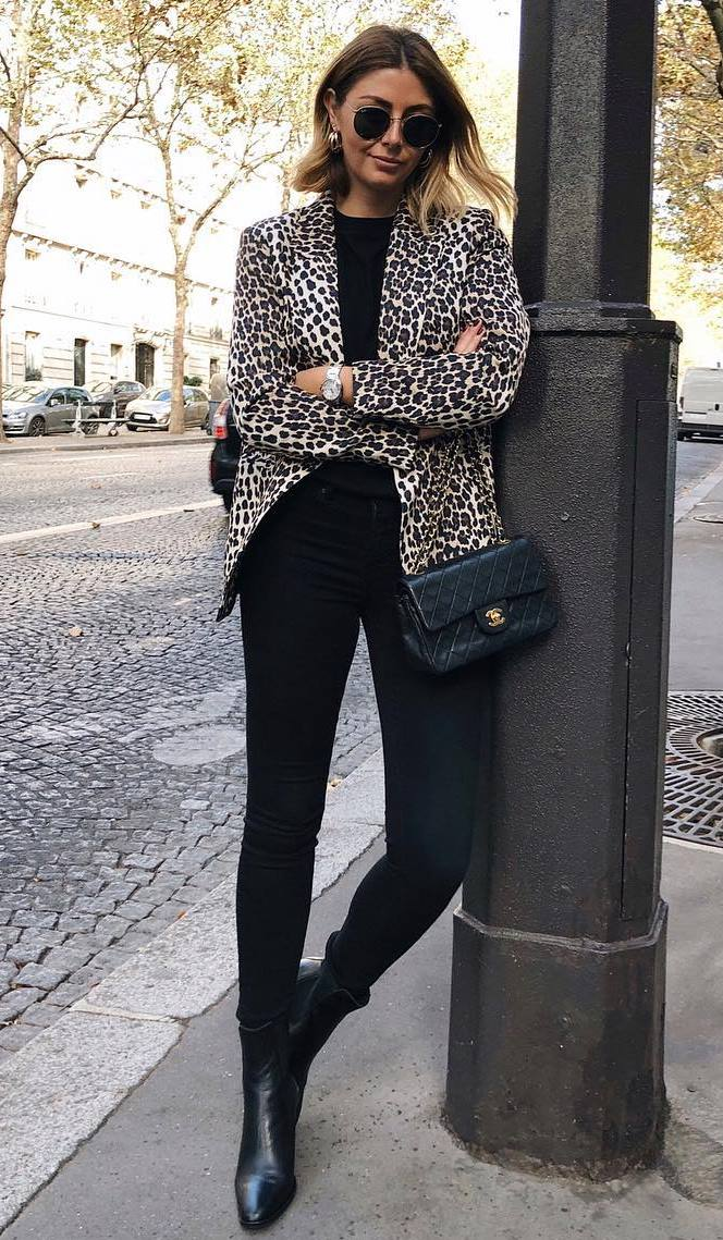 how to style a leopard blazer : top + black skinny jeans + crossbody bag + boots