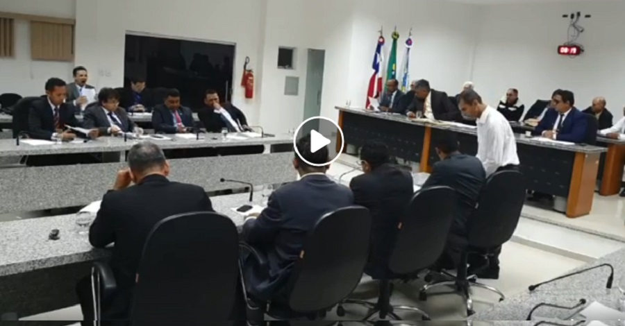 TCM rejeita contas do ex-prefeito Isaac Carvalho, mas vereadores ignoram e aprovam o exercício financeiro