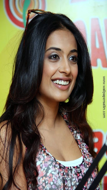 Sarah Jane Dias Super Hot & Spicy Pic