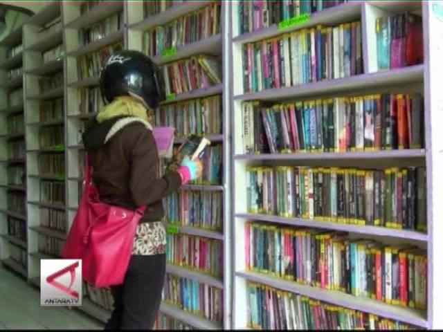 "SKRIPSI / TUGAS AKHIR: Sistem Aplikasi Rental Buku Pada Taman Bacaan ""Chindy"""