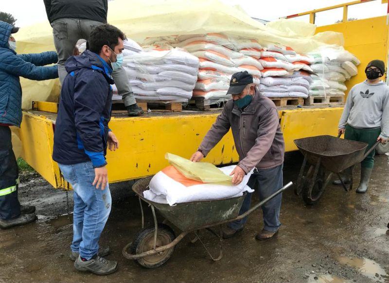 Vecinos de Junquillar recibieron sacos de alimentos para sus animales