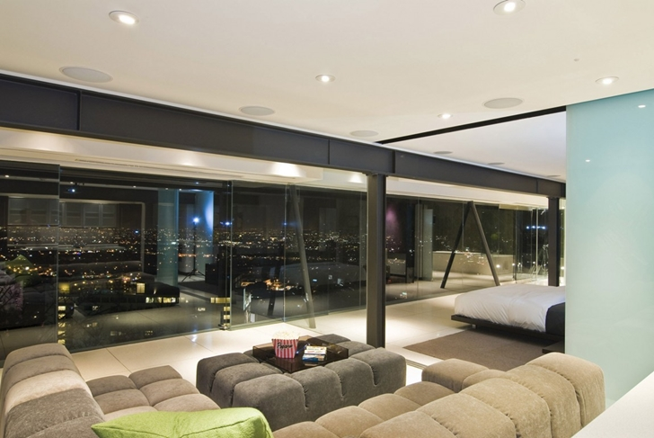 Room with glass wall in Hollywood Mansion by Whipple Russell Architects