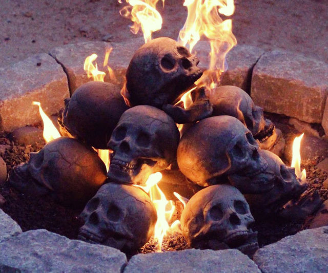 Create a warm and inviting atmosphere by setting these human skull fireplace logs ablaze. Each highly detailed human skull shaped log is made from weather resistant materials and is steel reinforced ensuring it won't get blown away by high winds.