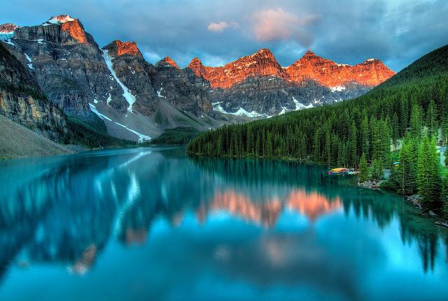 مناظر طبيعية لخلفيات مياة وسط الجبال