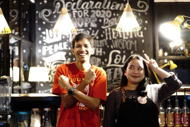 Sesekali foto dengan barista di Jogya by Kepomo