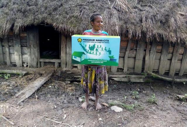 Nawa Cita Presiden Jokowi, Warga Papua Nikmati Lampu Tenaga Surya