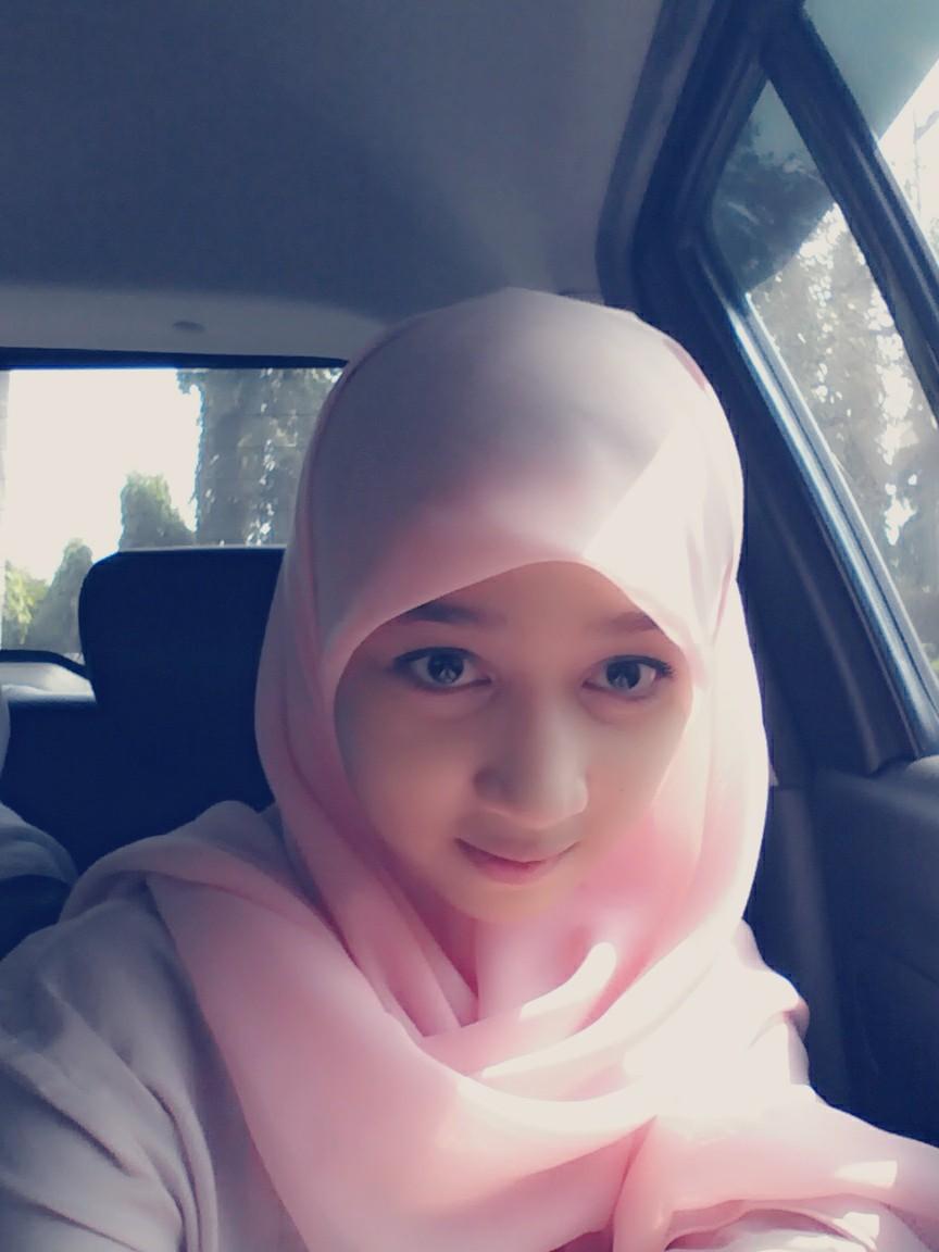 Foto Profil Ayana Shahab Pakai Jilbab Kahaba Angi