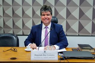 Contribuição de Ruy ao Médicos pelo Brasil é tema de artigo no Correio Braziliense