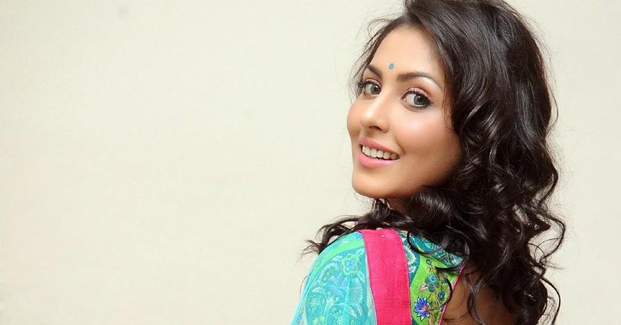 Madhu Shalini New Glamorous Saree Photos