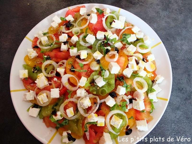 Les p 39 tits plats de v ro salade de tomates multicolore for Salade pour accompagner poisson