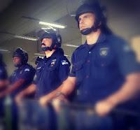 Quando Deus criou o policial...