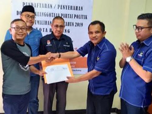 Penyerahan berkas Nasdem ke KPU Kota Bandung