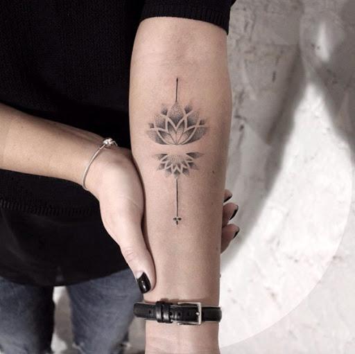 Este dotwork lotus