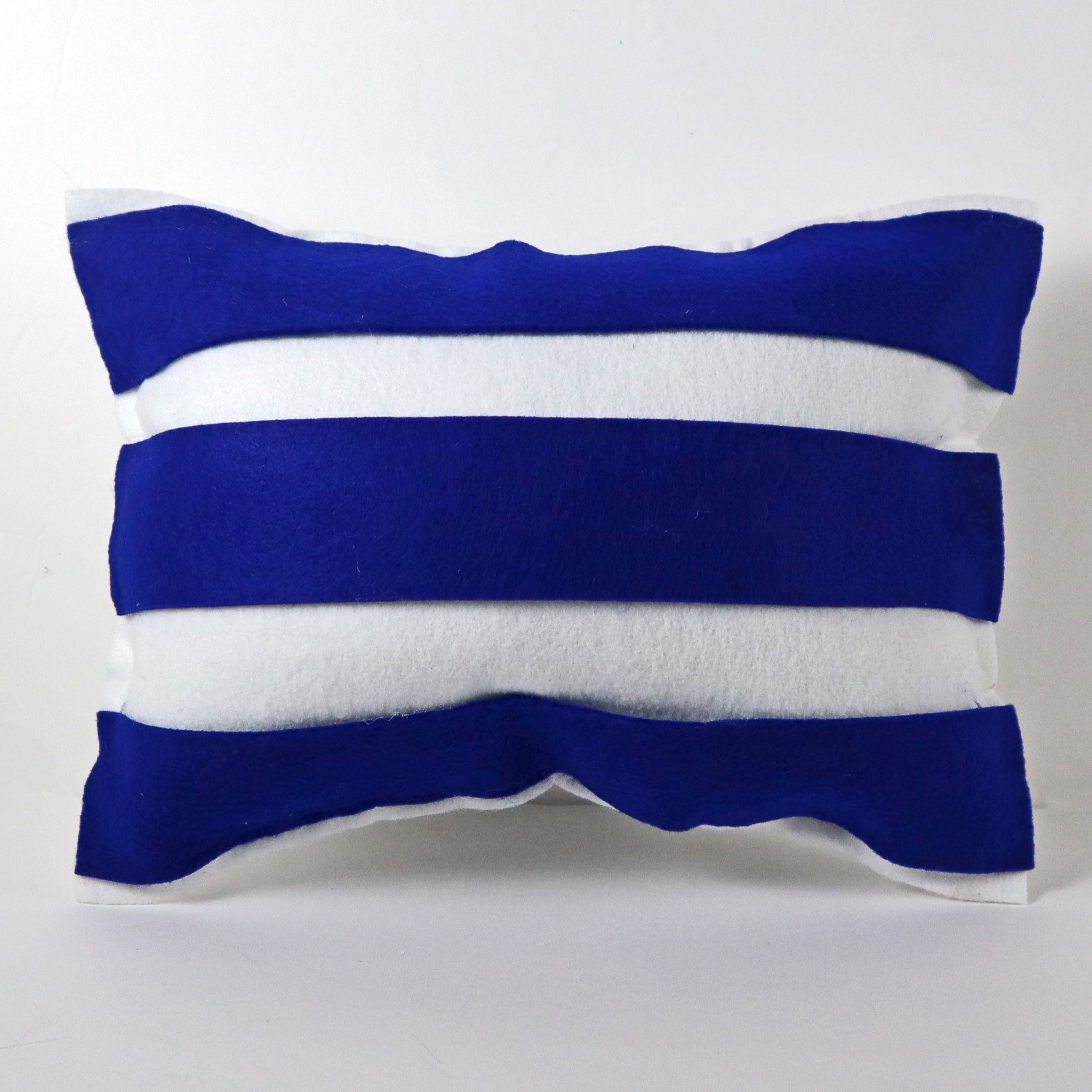 Erin Reed Makes 3 Diy No Sew Patriotic Accent Pillow Ideas
