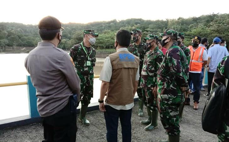 Kodam XIV Hasanuddin,Kerahkan Prajurit Tangani Banjir di Bantaeng dan Buka Dapur Umun maupun Layanan Kesehatan