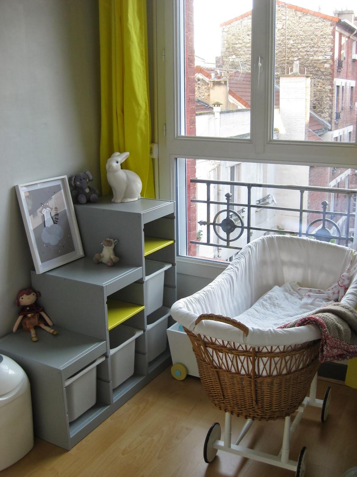 Brune pas prune: chambre de bébé jaune et grise terminée !