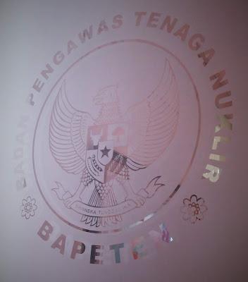 BAPETEN akronim dari Badan Pengawas Tenaga Nuklir
