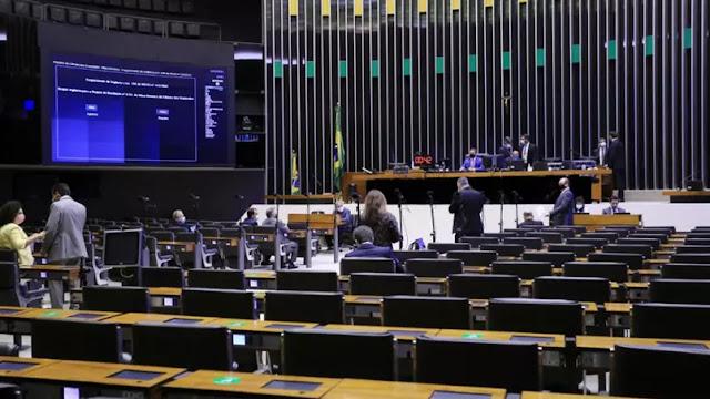 Câmara rejeita 'distritão' e aprova coligações na PEC da Reforma Eleitoral