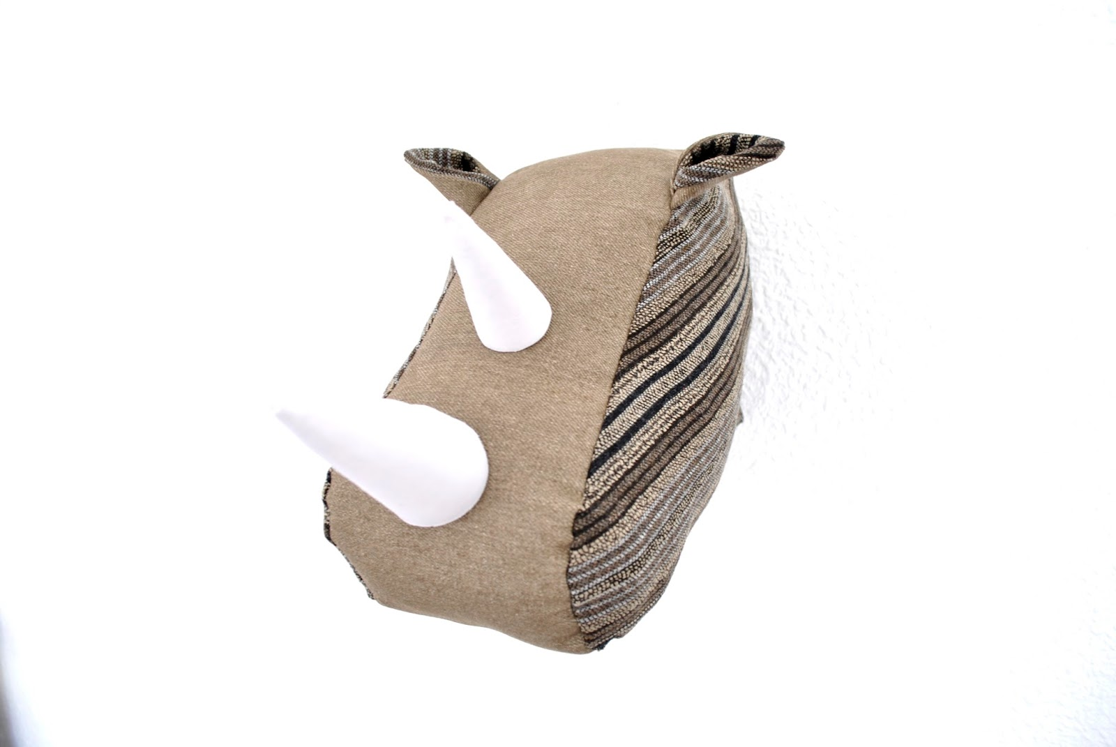 Diy trofeo rinoceronte de tela handbox craft lovers - Patrones de cabezas de animales de tela ...