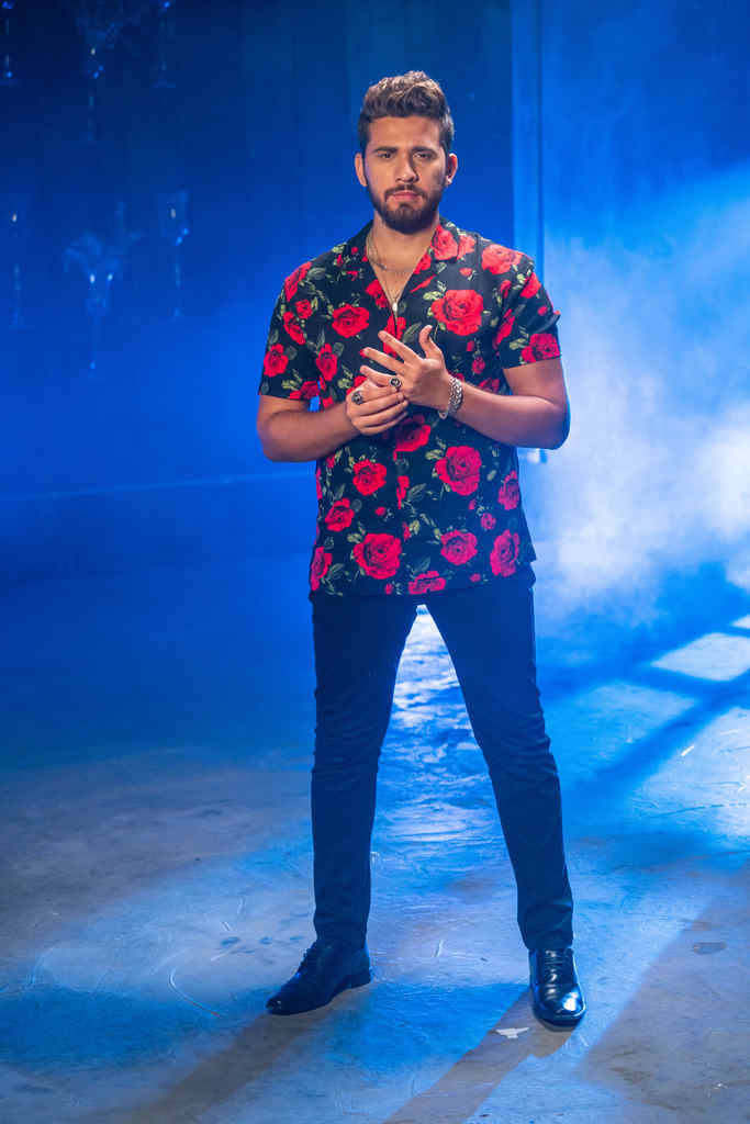 """Após encerrar 2020 com a música """"Com ou Sem Mim"""" sendo a mais tocada nas rádios do país, Gustavo Mioto continua se destacando e emplaca mais uma música no topo das paradas radiofônicas."""