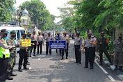 Siapakah Sosok Polisi Pemegang Papan Himbauan 3 M?
