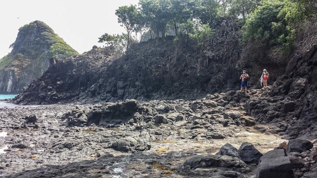 Acesso à Praia da Baía dos Porcos, em Fernando de Noronha