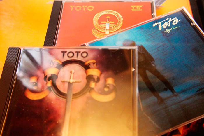 Selección de los tres primeros álbumes de Toto en formato original CD.