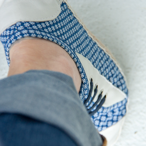 sneakers en shweshwe indigo motif intersection