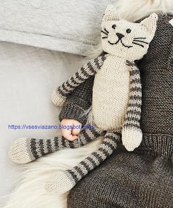 Вяжем для интерьера: кот с полосатыми лапками -игрушка для души!