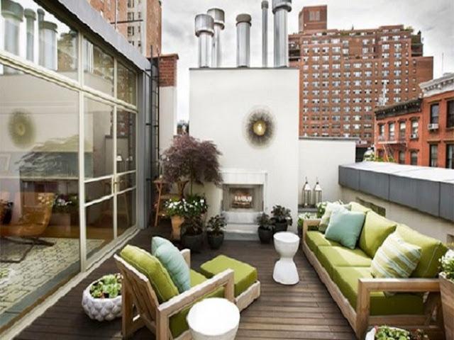 Desain Balkon Rumah Minimalis dengan Tambahan Sofa