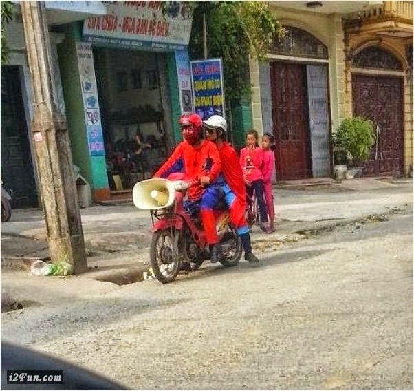 Xe gắn máy và quái nhân VietNam 3
