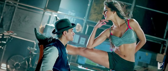Kamli - Dhoom 3 (2013) Full Music Video Song Free Download And Watch Online at worldfree4u.com