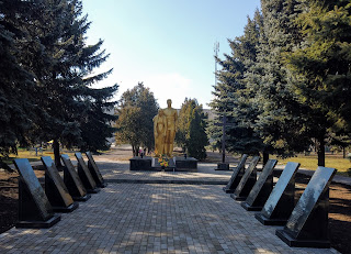 Селище Удачне. Сквер. Військовий меморіал